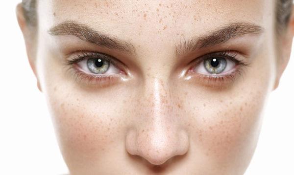 Cómo eliminar las manchas en la piel después del verano. Consulta tu centro de belleza en Madrid.