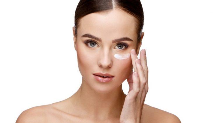 Como aplicar correctamente el contorno de ojos, consulta tu centro de belleza en Madrid